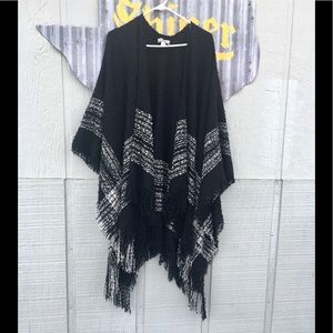 ❤️ World market gorgeous poncho great condition